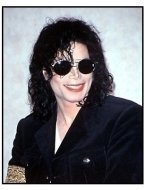 Michael Jackson with a smile at the Hilton Hotel press conference 1998