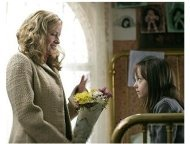 Hide and Seek Movie Stills: Elisabeth Shue and Dakota Fanning