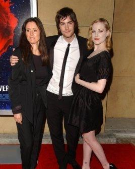 Julie Taymor with Jim Sturgess and Evan Rachel Wood