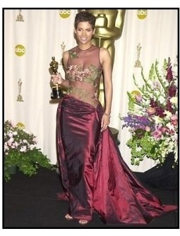 Academy Awards 2002 Fashion: Halle Berry