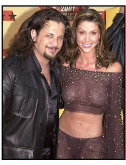 Shannon Elizabeth and Joseph Reitman at the 2001 MTV Movie Awards