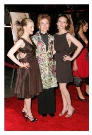 Amanda Seyfried with Grace Zabriskie and Daveigh Chase