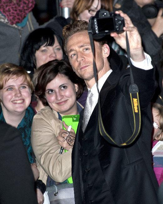 Tom Hiddleston, Selfie