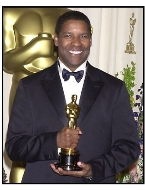 Denzel Washington backstage at the 2002 Academy Awards